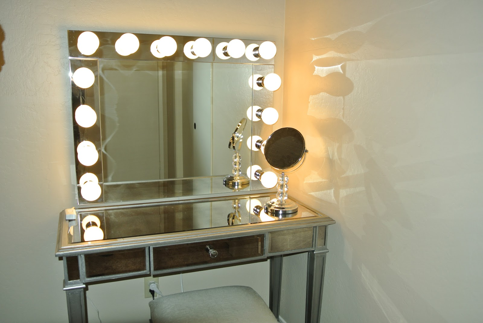 Зеркало для визажиста с подсветкой своими руками